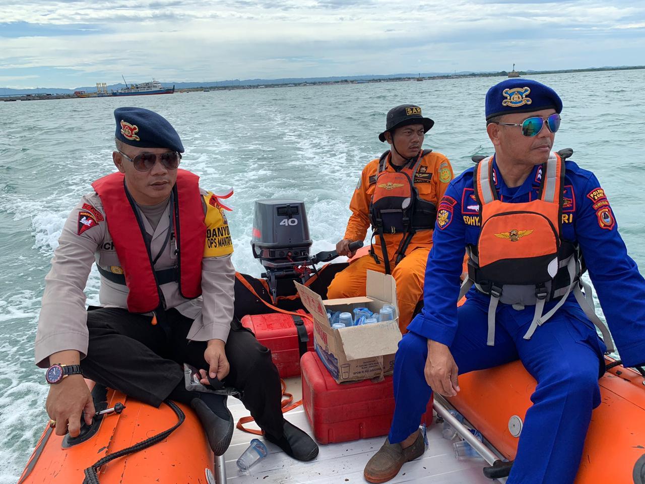 Danyon C Pelopor Sat Brimob Polda Sulsel Pimpin Pencarian Penumpang KMP Mishima yang Lompat di Laut