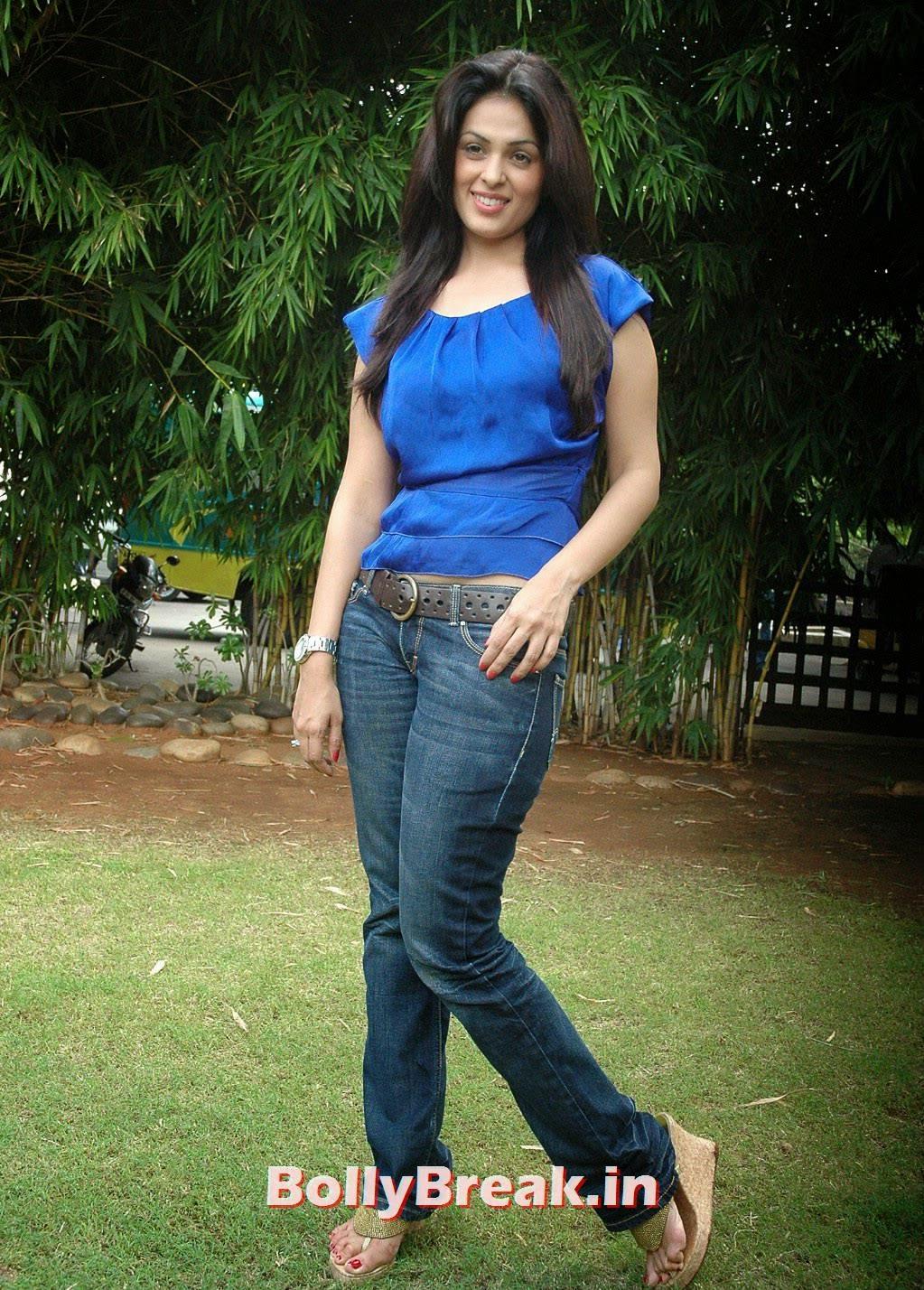 Anjana Sukhani Pics, Anjana Sukhani Latest Pics in Blue Top & Jeans