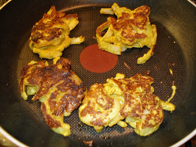 SCD Onion Bhajis in a pan