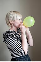 Tự tay làm set bóng bay trang trí sinh nhật hình hoa quả cho bé