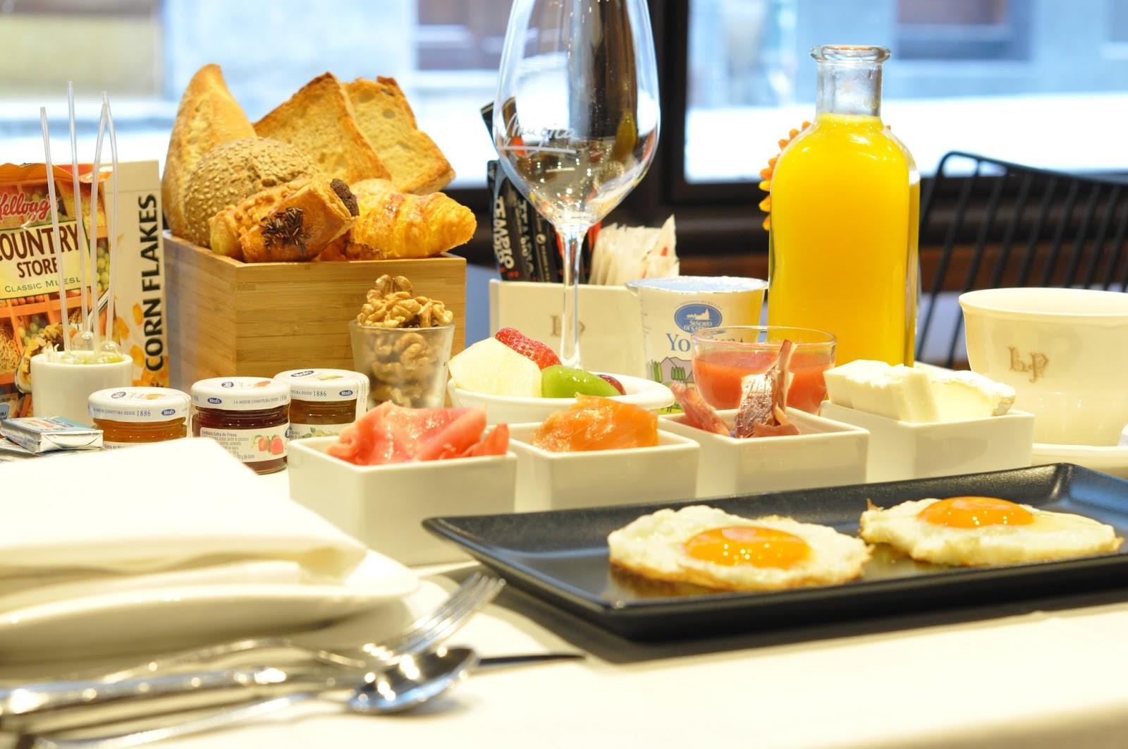 Gran hotel la perla for Mesa desayuno