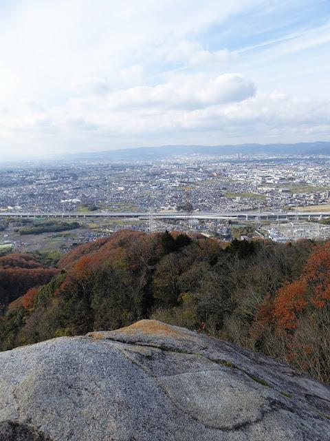 交野山 紅葉ハイキング 観音岩からの眺望 西方向