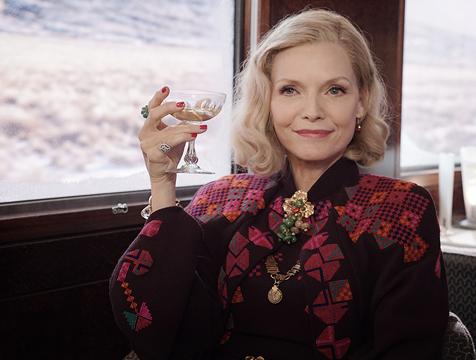 La señora Hubbard (Michelle Pfeiffer) en Asesinato en el Orient Express - Cine de Escritor