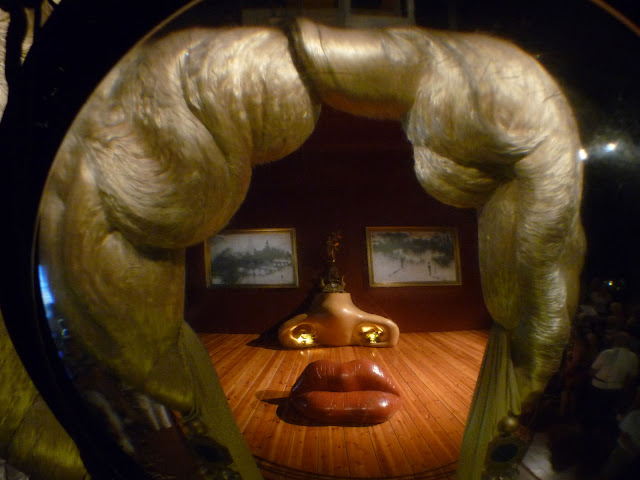 Трехмерная композиция «Мэй Уэст» в театре-музее Сальвадора Дали в Фигерасе