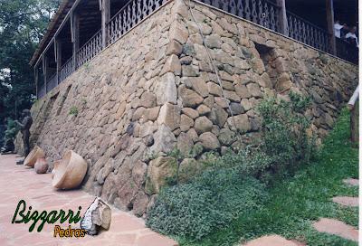 Base de pedra da sede da Casa da Fazenda Morumbi, construída com pedra moledo
