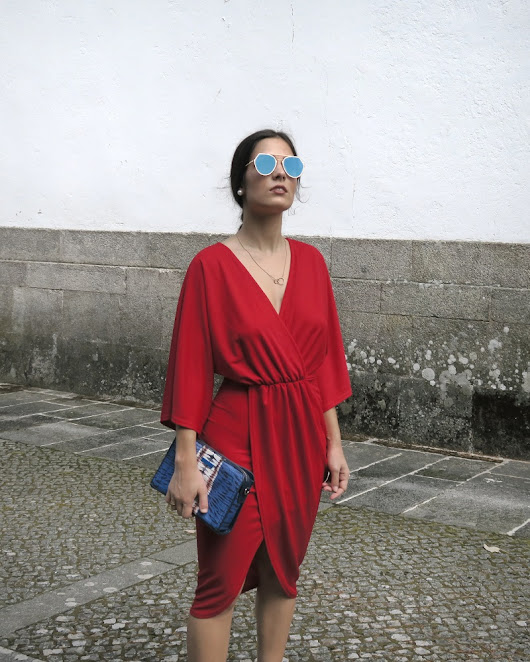 Around Eliana: Lady in red