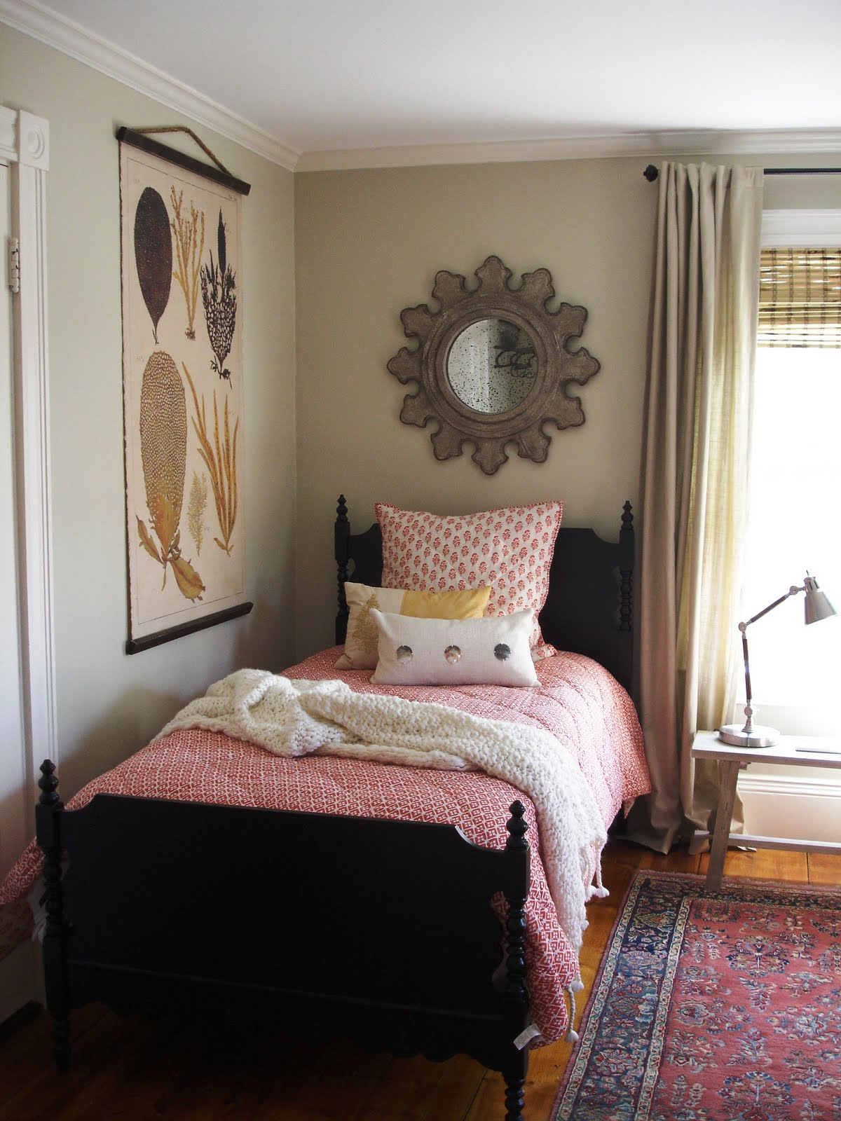 Admirable Small Home Office Guest Room Ideas I Downgila Com Largest Home Design Picture Inspirations Pitcheantrous