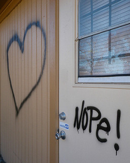Grafiti. Corazón. NOPE!