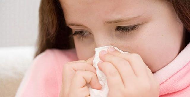العسل والبخار أفضل علاجات سيلان الأنف عند الأطفال