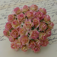 https://www.essy-floresy.pl/pl/p/Kwiatki-Open-Roses-dwutonowe-kremowo-rozowe-10mm/981