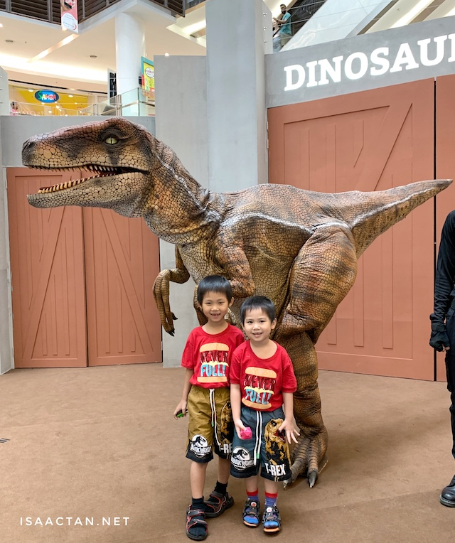 "The kids even took a picture with these ""live"" dinosaurs"