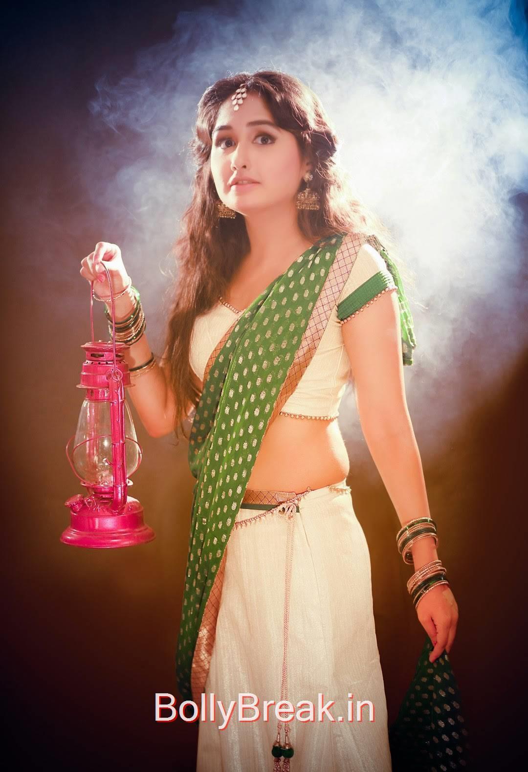 Haritha Unseen Stills, Telugu Actress Haritha Hot Pics in Green Saree
