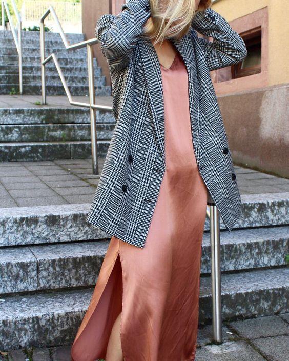 #whisperbysara #streetstyle #blog #streetstyleblog #slipdress #pinkblush #coral #blazer #gray