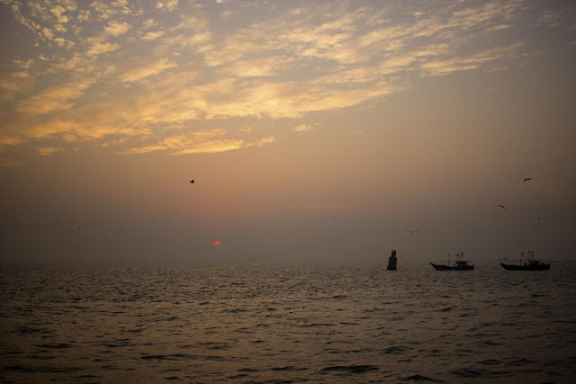sunrise, arabian sea, sassoon docks, boats, birds, clouds, sun, mumbai, india, skywatch