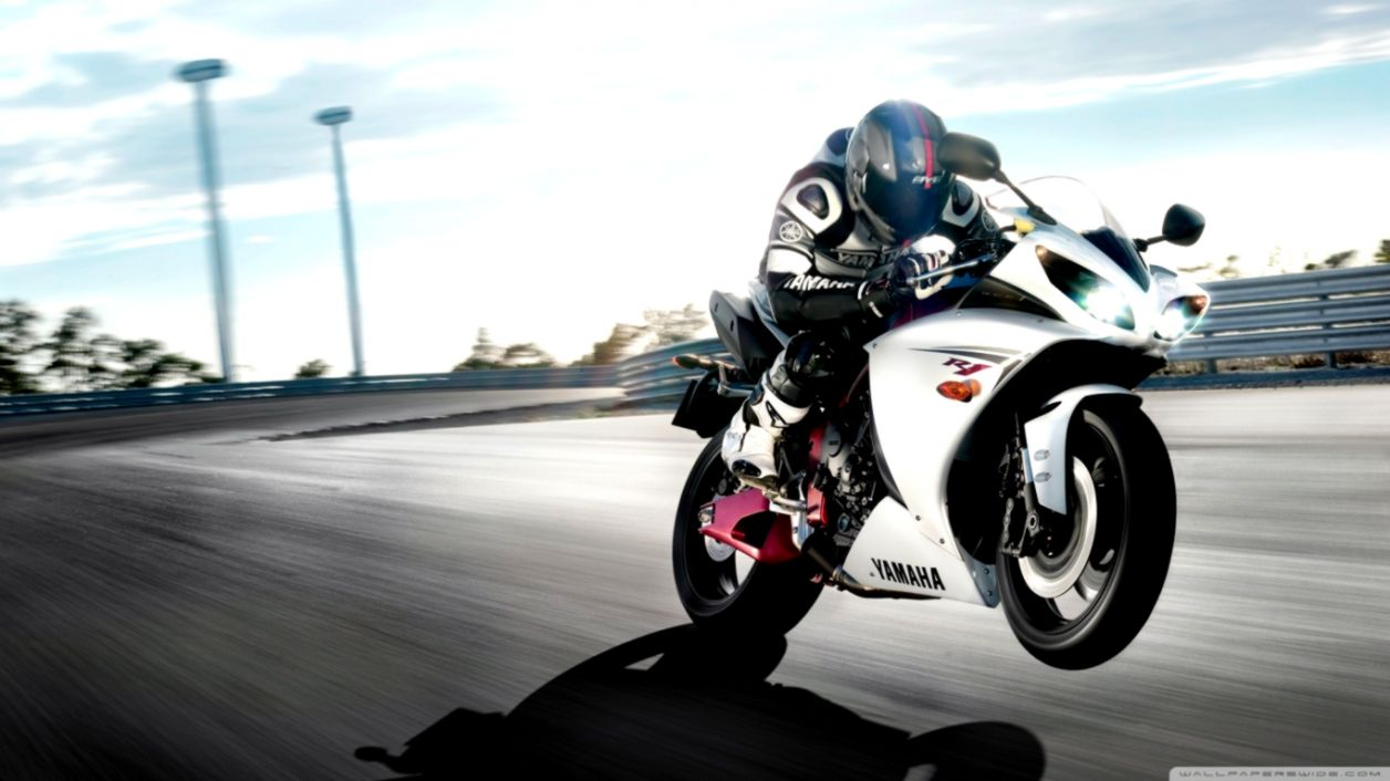 Yamaha R1 Sports Bike Hd Wallpaper Ucox Wallpapers