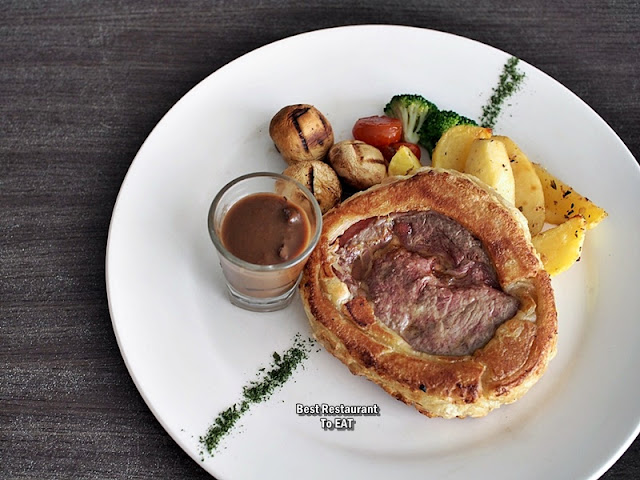 Jigger & Shaker Seremban Christmas Menu - Beef Tenderloin Wellington With Truffle Mushroom Sauce