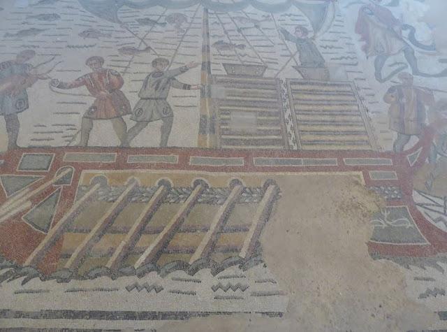 mosaico a villa del casale che raffigura la nave che trasporta gli animali esotici