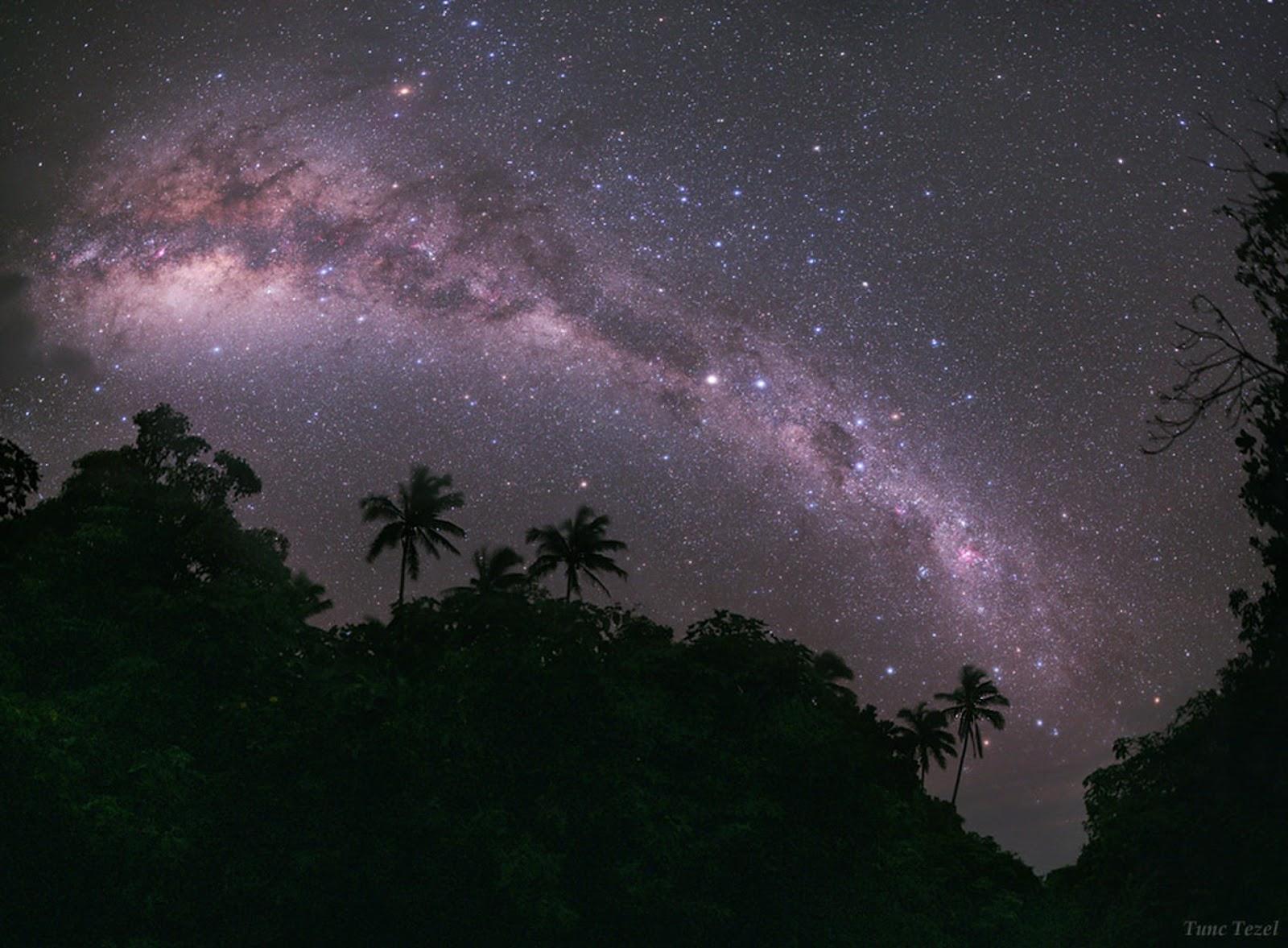 Dải Ngân Hà vắt ngang bầu trời đảo thiên đường Mangaia ở nam Thái Bình Dương