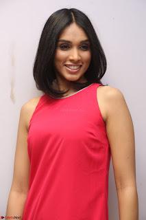 Spatika Surapaneni in Red Tight Dress at FBB Miss India 2017 finalists at Telangana auditions Feb 2017 (32).JPG