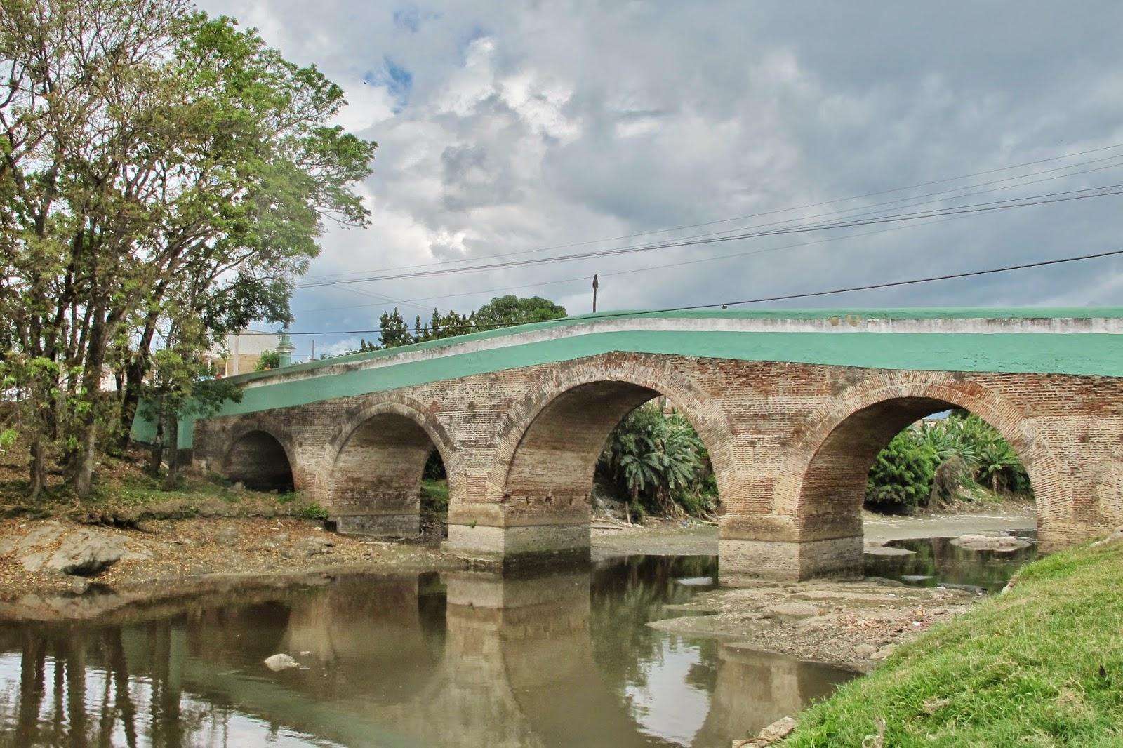 Ponte sobre o Rio Yayabo, em Sanctu Spiritus, na região central de Cuba