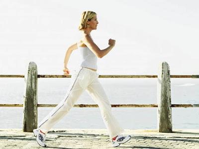 Cách đi bộ giảm mỡ bụng Plyometric: