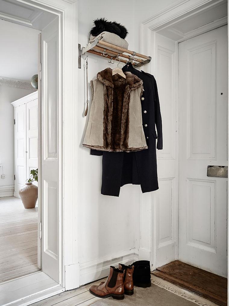 PUNTXET Un hogar luminoso con un dormitorio escondido #decoración #hogar #recibidores