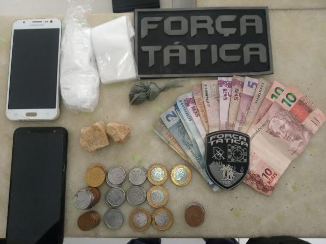 POLÍCIA MILITAR DE NOVA RUSSAS PRENDEU MULHER ENVOLVIDA COM TRÁFICO DE DROGAS
