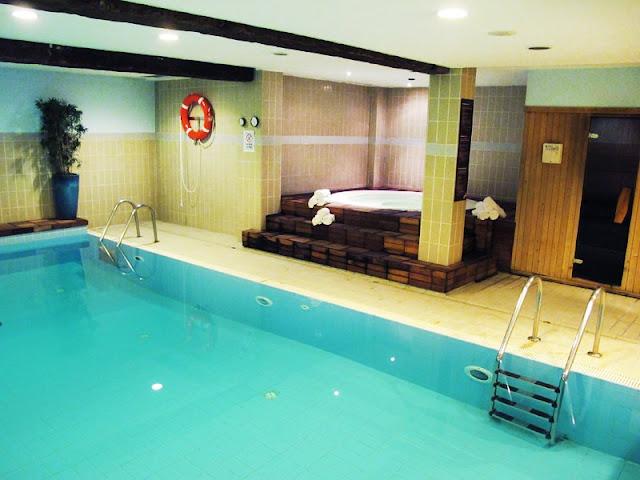 Modelos de piscinas dentro de casa - Piscina interior casa ...