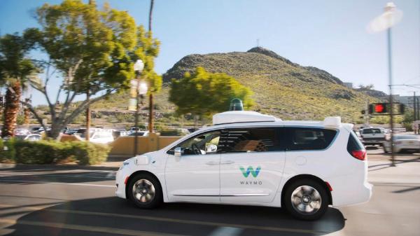 ألفابت تكشف عن سيارات الأجرة ذاتية القيادة