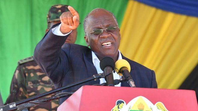 Rais Magufuli:  DC na Mkurugenzi Wanagombana Sana Nimewaangalia tu! Nimewaachia kiporo.