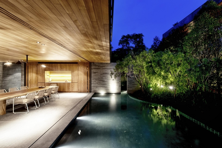 Terrace and swimming pool in The Wall House by FARM Architects