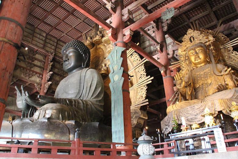 東大寺內的大佛