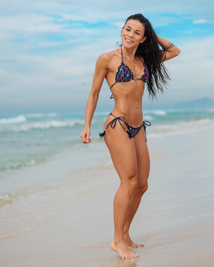 abs fitness model Tabata Chang 7