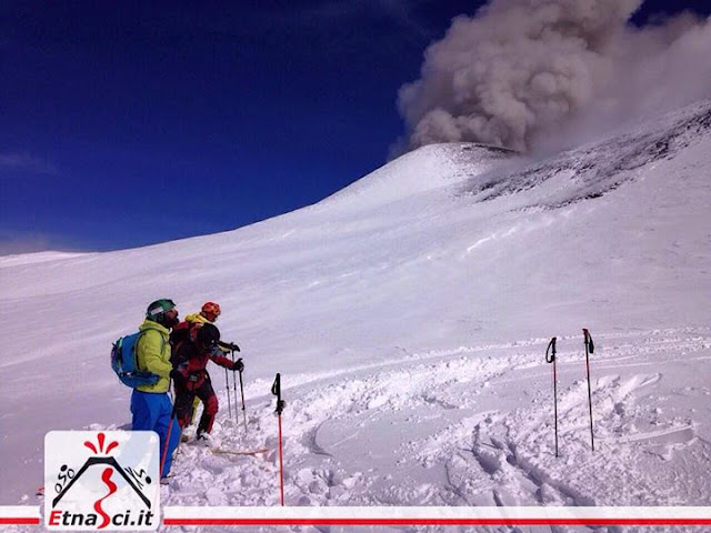 Emission de cendres sur le volcan Etna, 14 mars 2016