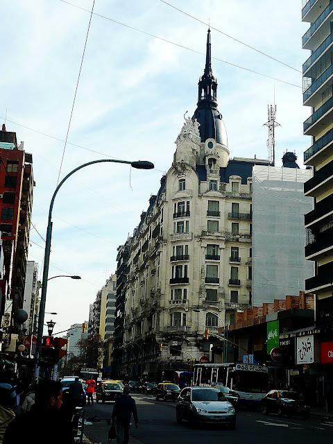 CALLE DEL BARRIO DE ONCE-BUENOS AIRES