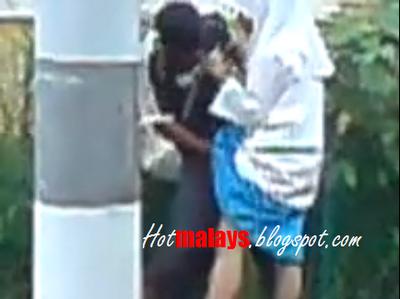 Malay budak sekolah main dlm jamban pancut dalam - 1 2