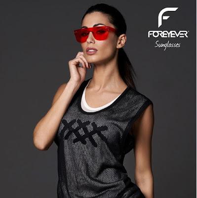 ad5b50c19600 La showgirl è testimonial della campagna digital del brand eyewear.
