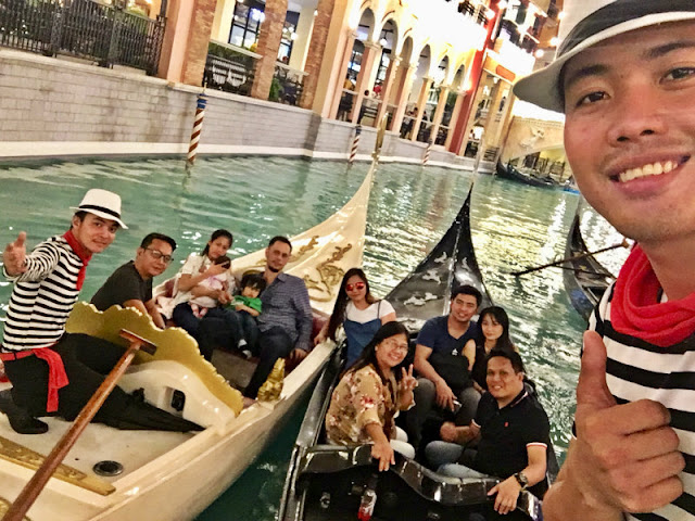 Venice Grand Canal Mall Gondola Ride is at 300 pesos (PHP300). Great to be seeing my colleagues of Eloc Global. Thank you to our big boss for this get together. Taken last December 2018.