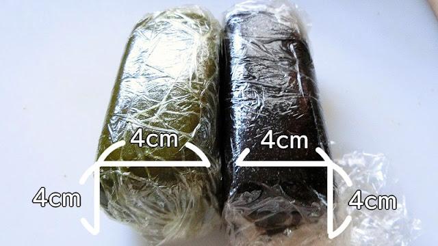 クッキー生地をそれぞれ4㎝角の長方形にし、ラップで包んで冷蔵庫で保存する