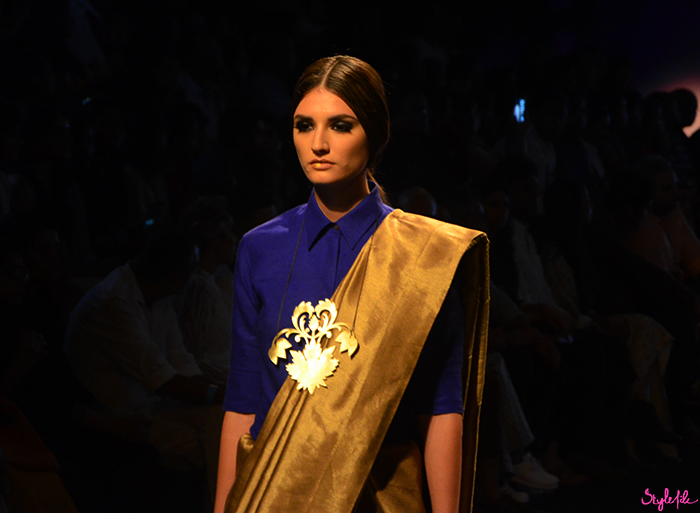 Image of female model wearing bold lip makeup as a beauty trend for Payal Khandwala on the runway at Lakme Fashion Week Winter Festive 2016