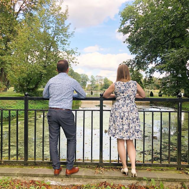 para na moście, para, sukienka w kwiaty, koszula w kwiaty, lubartów park