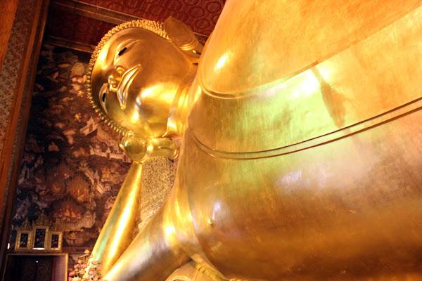 Buda acostado en Bangkok Tailandia