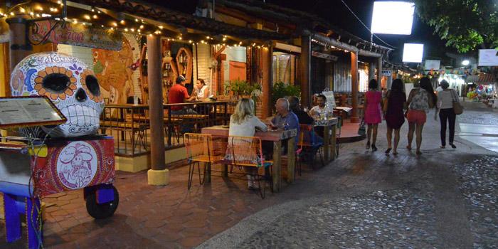 mezcalería, Zihuatanejo, Ixtapa, Ixtapa Zihuatanejo, Angustina, mezcalería, donde comer en zihuatanejo, que hacer en Zihuatanejo,