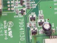 Detalle de transistor quemado en placa electrónica de  monitor LCD ViewSonic VA702b