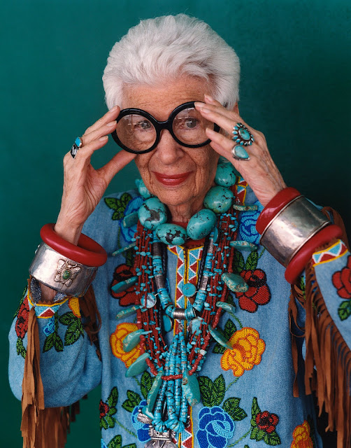 IRIS-APFEL-CUMPLE-95-AÑOS-MORE-IS-MORE-AND-LESS-IS-BORE