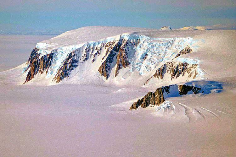 Marie Byrd, Antarktika'da bulunan ve yerleşime elverişli olmayan karlı bir bölgedir.