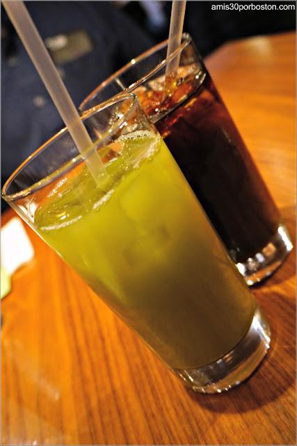 Organic Iced Green Tea del Restaurante Japonés Ootoya Chelsea en Nueva York