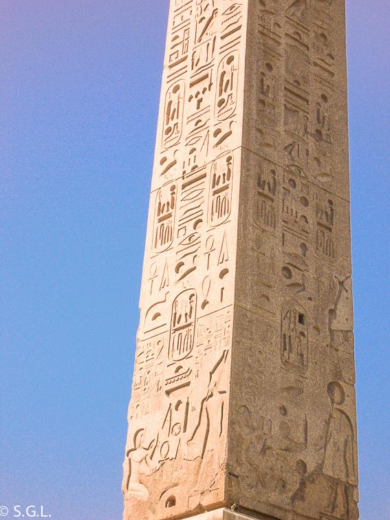 Detalle del obelisco Ramses II en Piazza del Popolo. Circo de Roma
