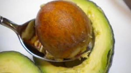 Prevents wrinkles  One of the most interesting cosmetic uses for avocado seed is related to its ability to prevent the appearance of wrinkles and other signs of aging.