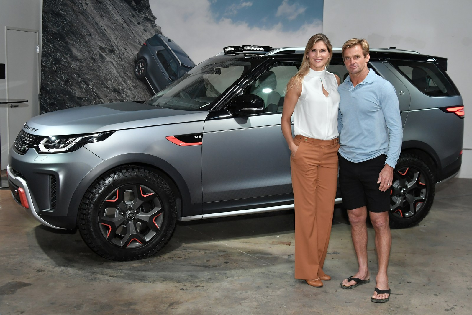 https://3.bp.blogspot.com/-QyfMi2_nMp0/Wh8SQDJ5RDI/AAAAAAAAO7w/dlHloflbbbIOMsMclq8ygt-4ETk5hSm6gCLcBGAs/s1600/Land-Rover-Discovery-SVX-22.jpg
